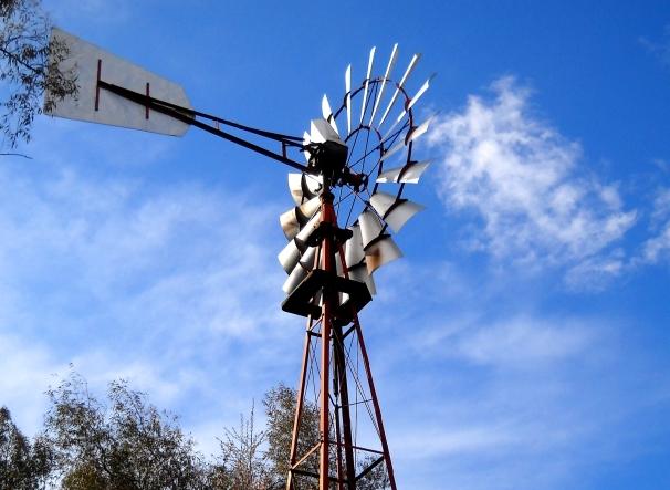 Una empresa de ribera del fresno lidera la fabricaci n de for Piscina molino de viento y sombrilla