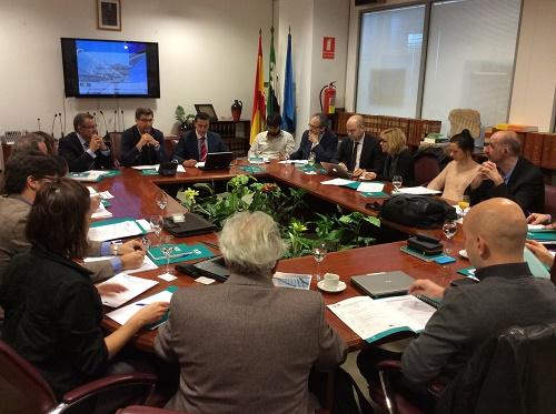 El secretario general de Empleo, Javier Luna, y el director de la Agencia Extremeña de la Energía, Cosme Segador, han presidido la primera reunión de socios del proyecto europeo Solar CV en Mérida
