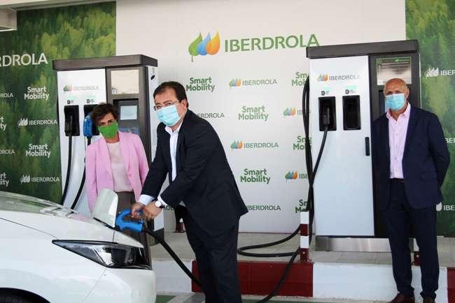 Primera recarga vehículo eléctrico Iberdrola Monesterio