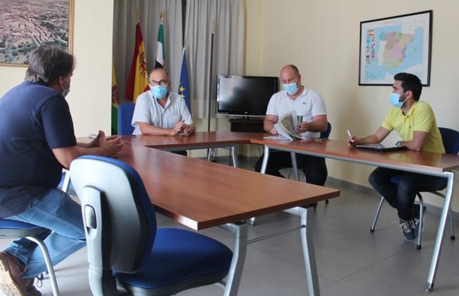 Miembros del equipo de gobierno del Ayto de Pescueza y representantes de Cambio Energético